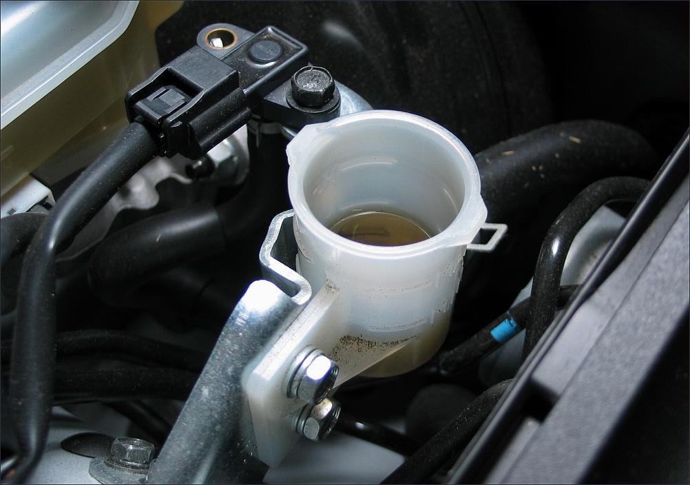 brake fluid reservoir - MyG37